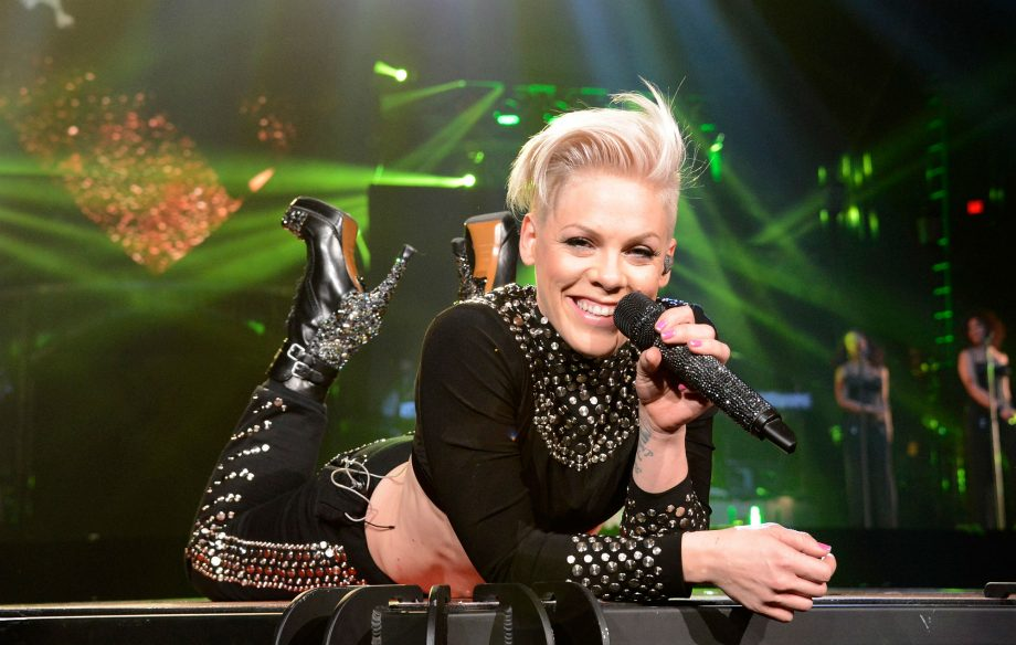 "P!nk revela novo single, ""Walk Me Home""; confira"