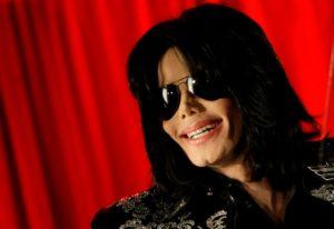 Polêmico filme que renova acusações de pedofilia contra Michael Jackson é criticado, entenda