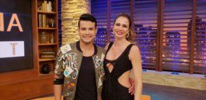 Luciana Gimenez recebe a top model e cantora Barbara Fialho e Israel Novaes no 'Luciana By Night' desta terça (29)