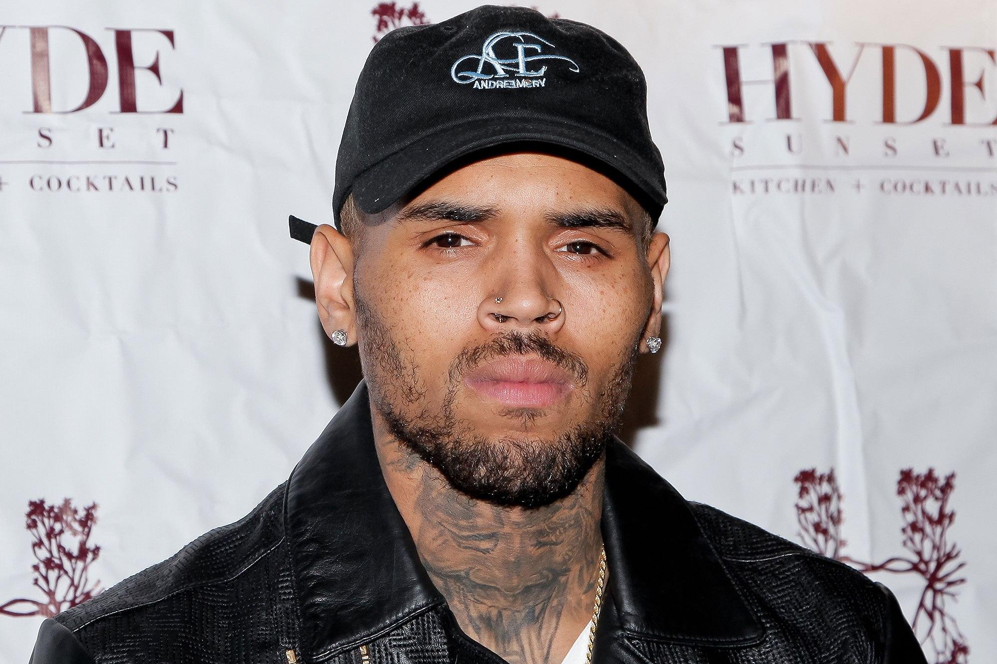 Chris Brown é preso após acusação de estupro