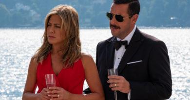 Confira as primeiras imagens de Adam Sandler, Jennifer Aniston e Luis Gerardo Méndez no novo filme Original Netflix Mistério no Mediterrâneo