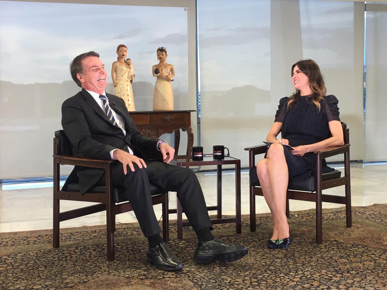 Luciana Gimenez entrevista Jair Bolsonaro no 'Luciana By Night' desta terça-feira, na RedeTV!