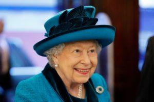 Rainha Elizabeth anuncia vaga de emprego para cuidar das suas redes sociais, salário impressiona