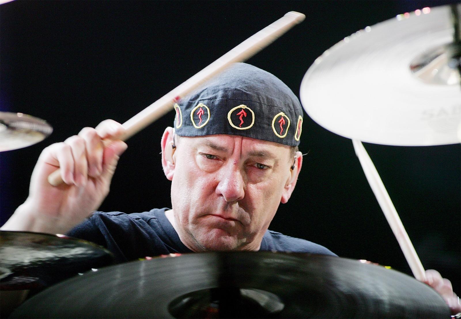 Morre aos 67 anos, Neil Peart, icônico baterista do Rush
