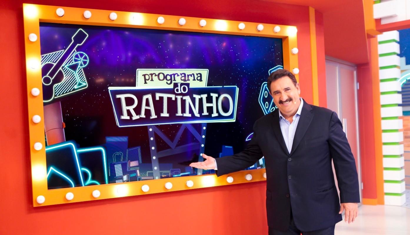 Chris Flores e Yasmin Santos participam das brincadeiras do Programa do Ratinho ao vivo