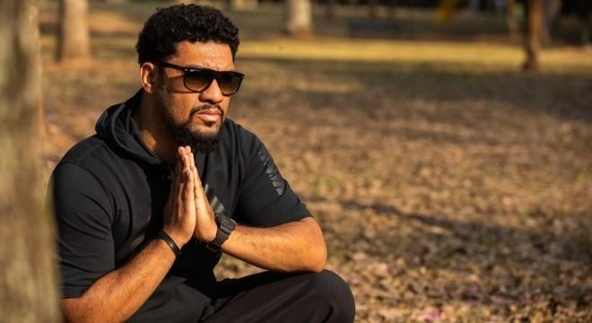 Conheça a trajetória do Pregador Luo; Discografia completa do rapper chega as plataformas de streaming