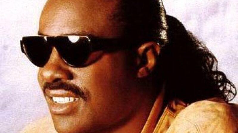 Stevie Wonder lança novas músicas após anos, escute