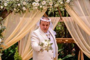 """Erick Jacquin se veste de noivo e leva chuva de arroz, no """"Minha Receita"""""""