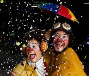 A Trombeta Apocalíptica apresenta a dupla de palhaços Buiú e Teta em apresentações na rua