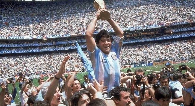 Morre Diego Maradona, o maior ídolo do futebol argentino
