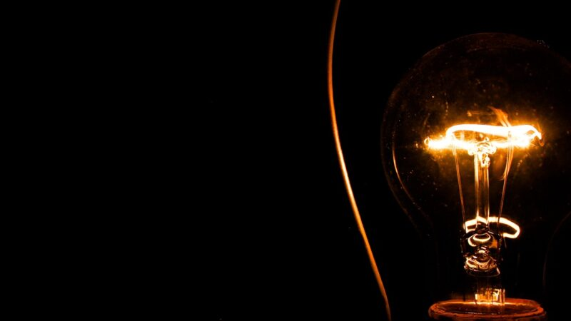 Conta de luz fica mais salgada em dezembro, entenda