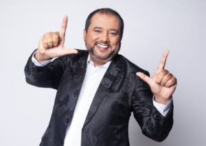 Geraldo Luis entrevista Renato Aragão, o eterno Didi, na estreia do programa A Noite É Nossa