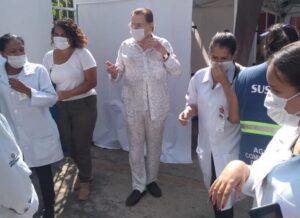 Aos 90 anos, Silvio Santos é vacinado contra a Covid-19 em São Paulo