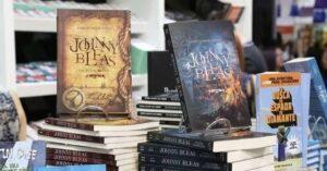 Autor da trilogia Johnny Bleas diz que novos escritores devem abandonar a ansiedade na hora publicar o primeiro livro